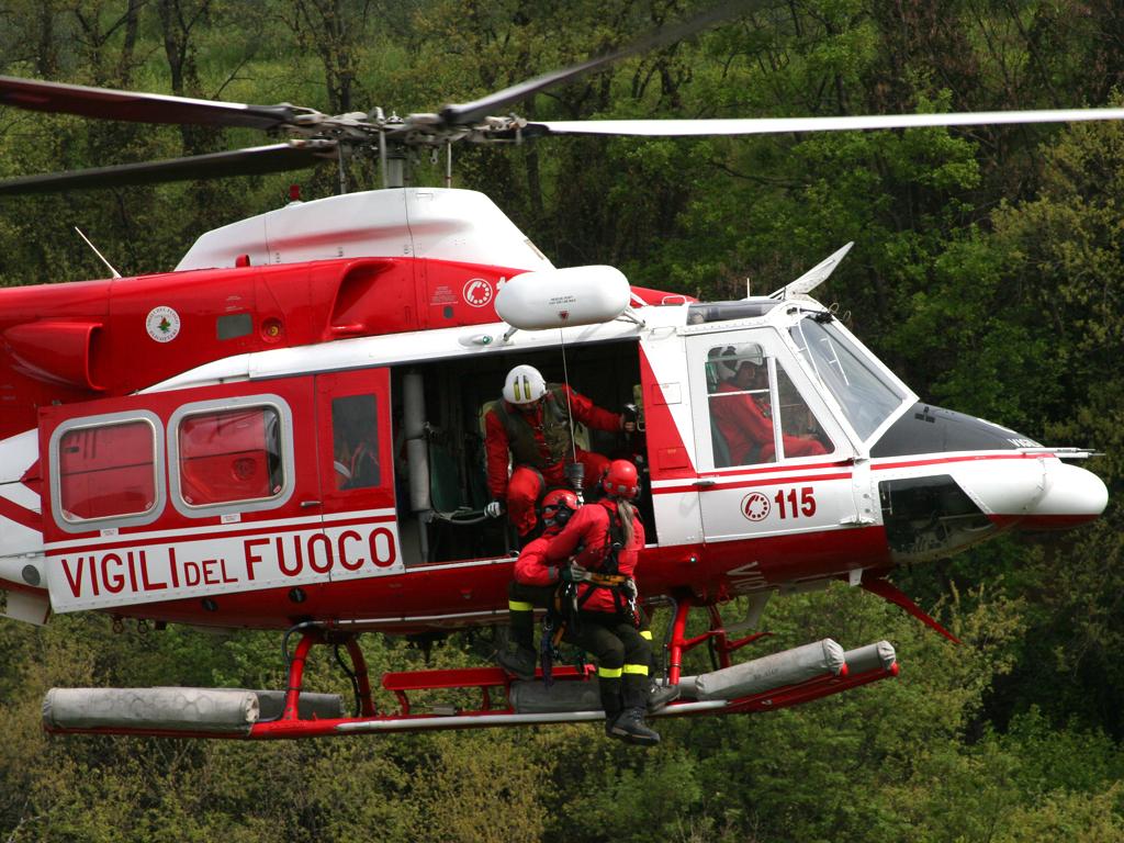 Elicottero Usato : Elicottero vigili del fuoco la gazzetta della val dagri