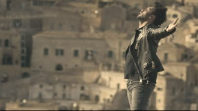 """Photo of E' uscito il nuovo singolo """"La Felicità"""" di Fabrizio Moro girato tra Matera e i Calanchi di Pisticci"""