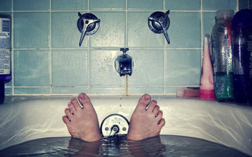 Vasca Da Bagno Foto : Tragedia a sapri. maestra trovata morta in una vasca da bagno la