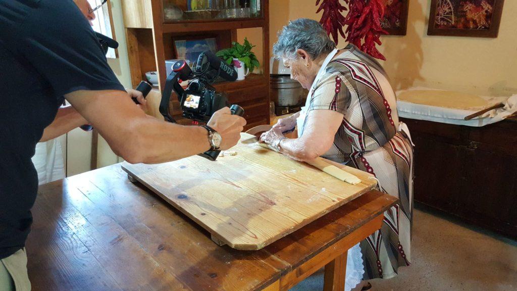 Le nonne chef lucane protagoniste in una tv inglese di - Nonne in cucina ...