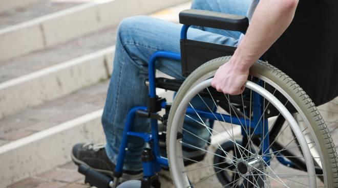 Photo of Una bilancia pesapersone per disabili in carrozzella. E' in dotazione all'associazione Parent Project di Potenza