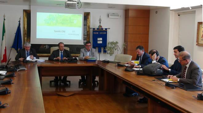 Photo of Petrolio, domani incontro con i dirigenti dell'Eni