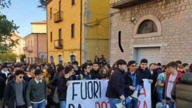 Photo of Rete degli Studenti Medi e ANPI: Inaccettabile violenza nelle scuole, solidarietà al ragazzo aggredito