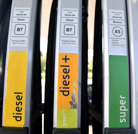 """Photo of Multa di 5 milioni all'Eni: il diesel """"green"""" è pubblicità ingannevole"""
