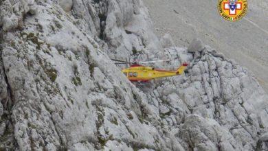 Photo of Si frattura la tibia in montagna: giovane alpinista di Viggiano recuperato sul Corno Piccolo