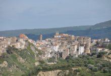 Photo of A Sant'Arcangelo il Sindaco La Grotta ordina la chiusura delle scuole per un caso Covid
